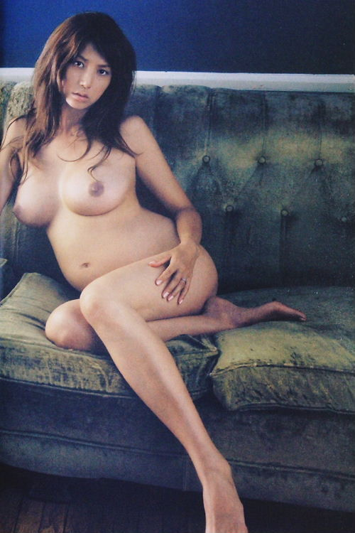 pregnant hitomi nude naked sexy maternity