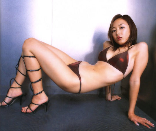 naked women in boots