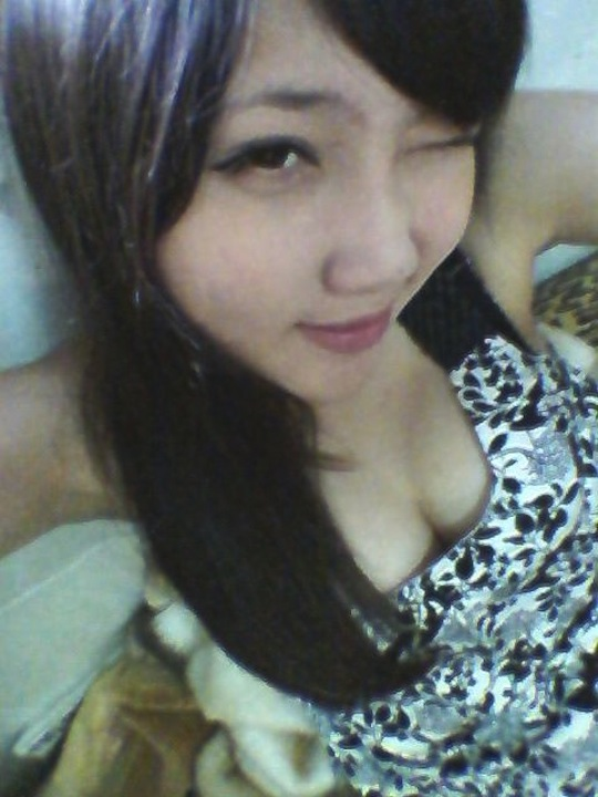 taiwan teenager girl sexy breasts cleavage