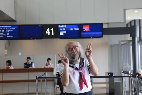 hideaki kobayashi japan old guy cross dress cosplay schoolgirl uniform sailor suit france