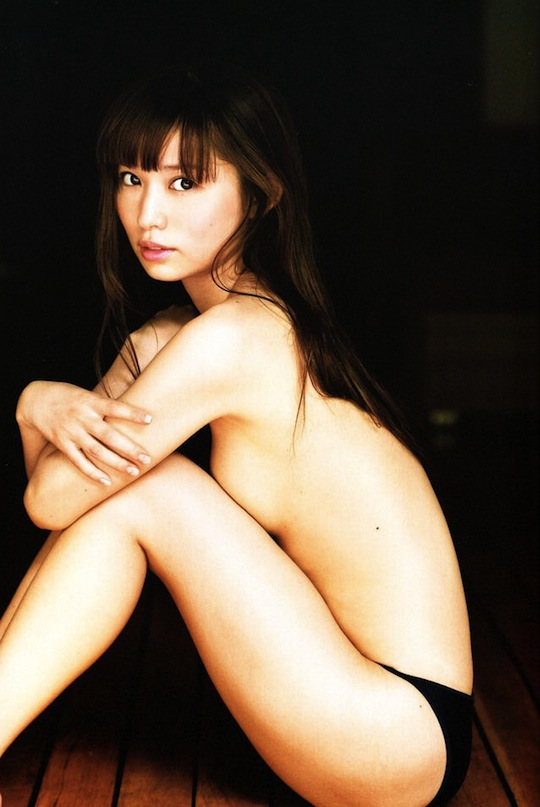 Actress Yui Ichikawa Strips Off For Anan Magazine, New -3574