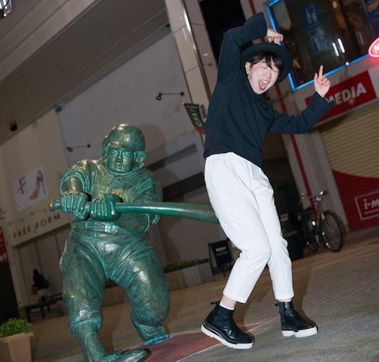 ketubatgirl tumblr ketsu bat girl baseball bat furumachi niigata city yamada taro statue hit butt ass