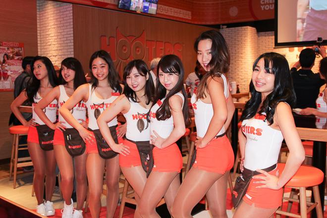 hooters shinjuku girl waitress hot sexy