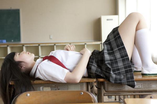 #TLに太ももを晒してサラリーマンに活力を与えよう golden week hashtag legs zettai ryouiki japanese girls thighs businessmen working