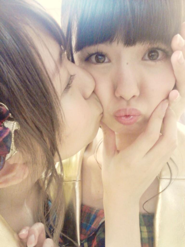 mayu watanabe lesbian kiss girls members idols akb48