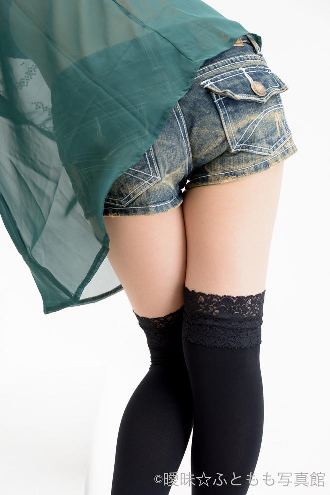 japanese girls thighs legs fetish photography show tokyo yuria futomomo zettai ryouiki hot body