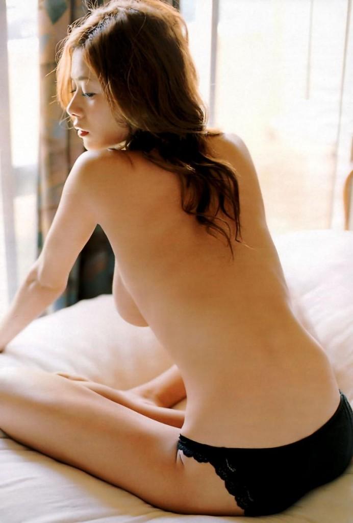 yoko-maki-japanese-actress-breasts-naked-nude-4-692x1024.jpg (692×1024)