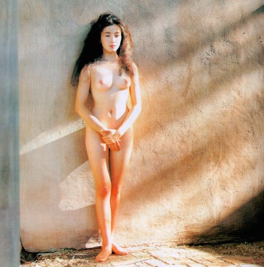 "photo book ""Santa Fe"" came out in 1991, making the hair nude photo ...: www.tokyokinky.com/new-nude-photos-rie-miyazawa-santa-fe"