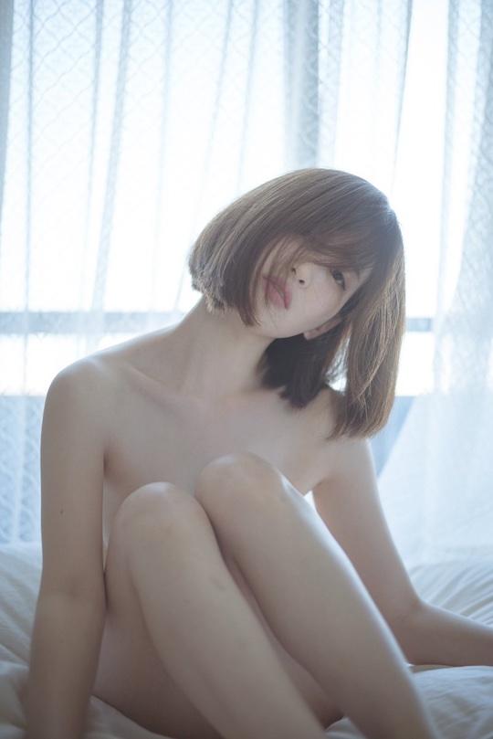 Japan No Nude Girls - Beautiful Japanese girl posts nude selfies from Tokyo museum ...