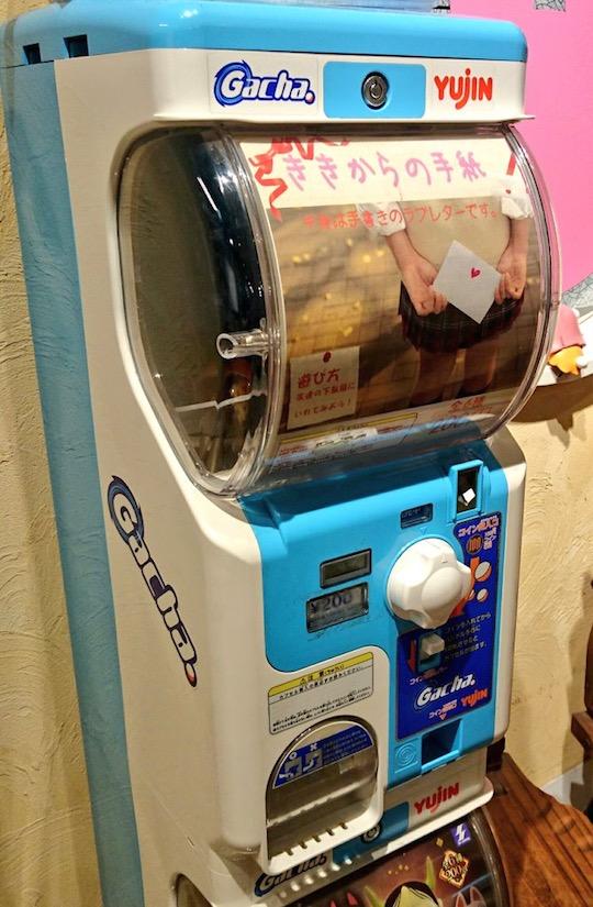 japanese vending machine handwritten love letter schoolgirl
