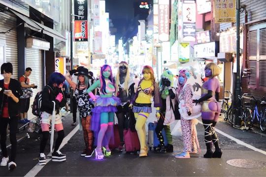 ishokuhada body paint cosplay tokyo japan gyaru akane miyako kabukicho trend subculture niche street fashion