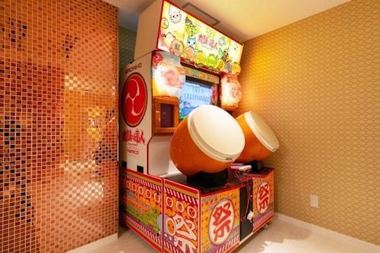 love hotel japan taiko tatsujin play video arcade game